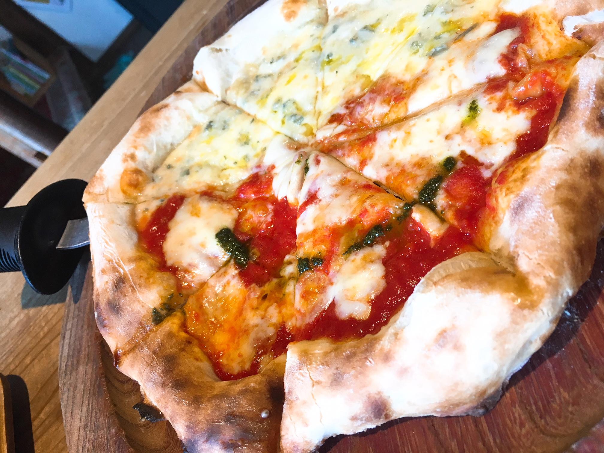 ナラヤカフェのマルゲリータピザの画像