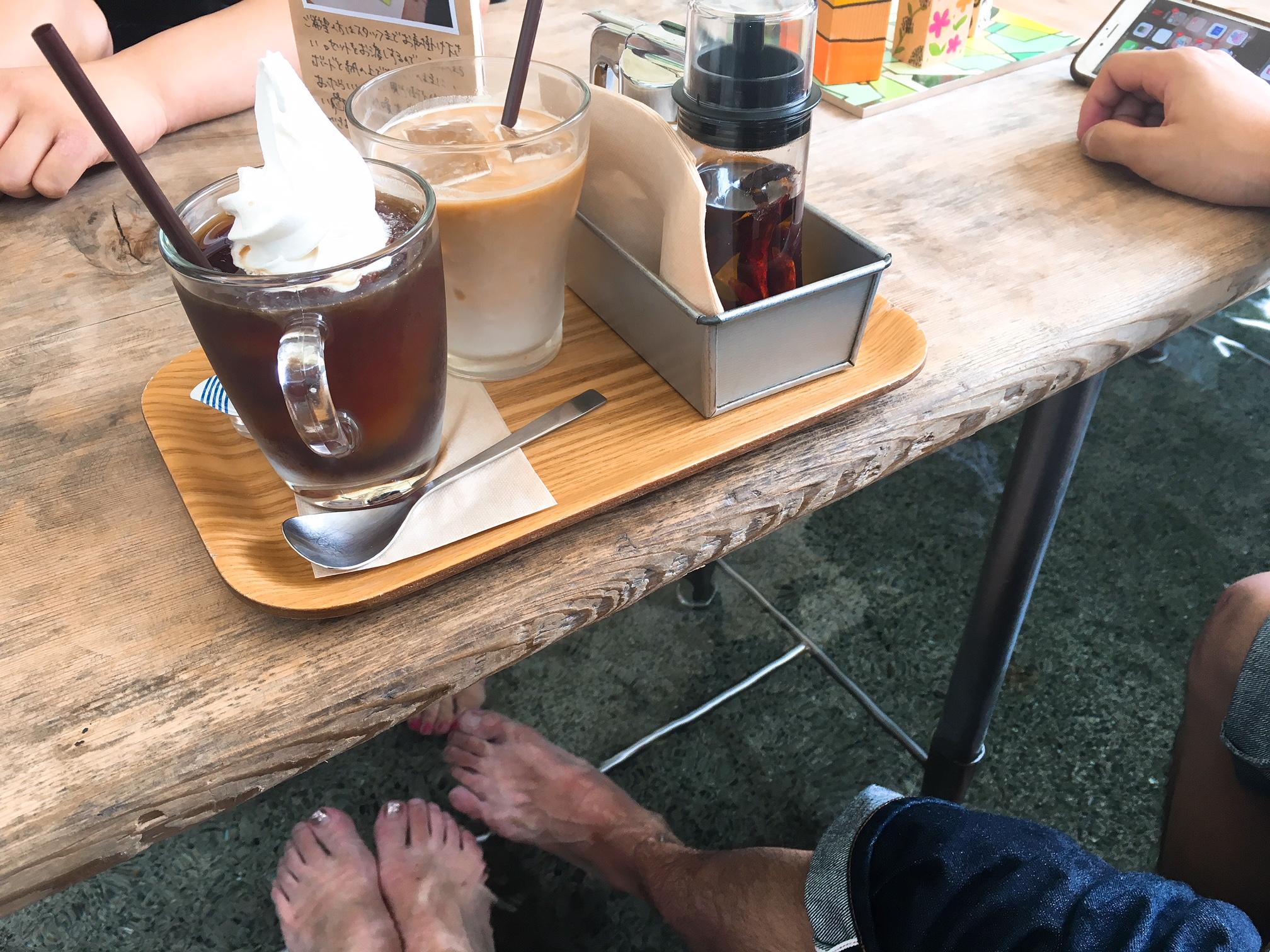 ナラヤカフェの足湯の画像