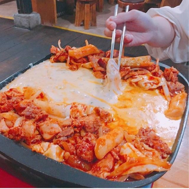 市場タッカルビの『チーズタッカルビ』
