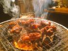 七輪の上で贅沢に焼かれる美味しそうな肉