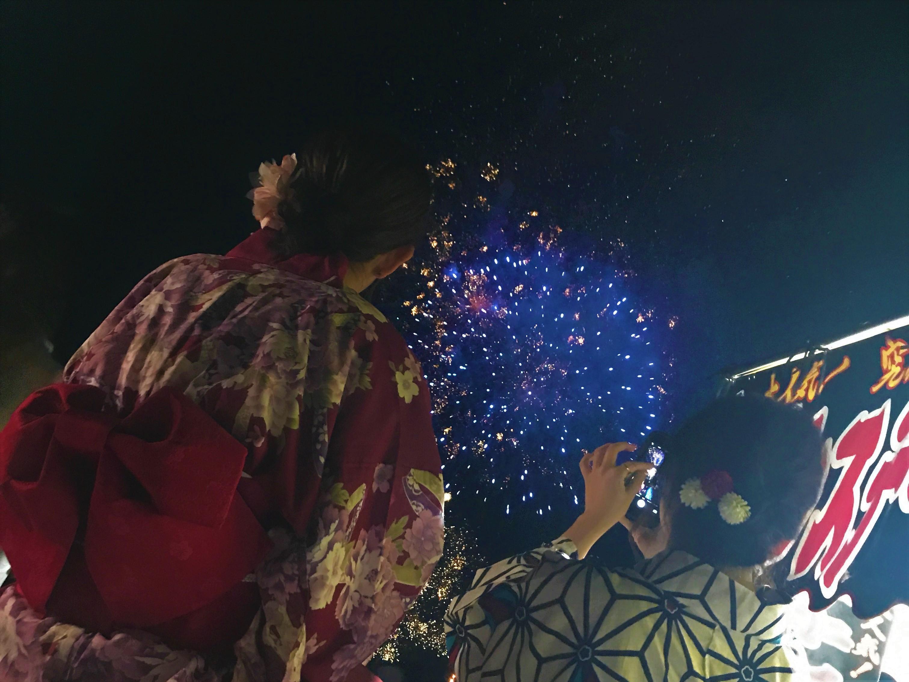 熊谷花火大会の花火と浴衣の画像