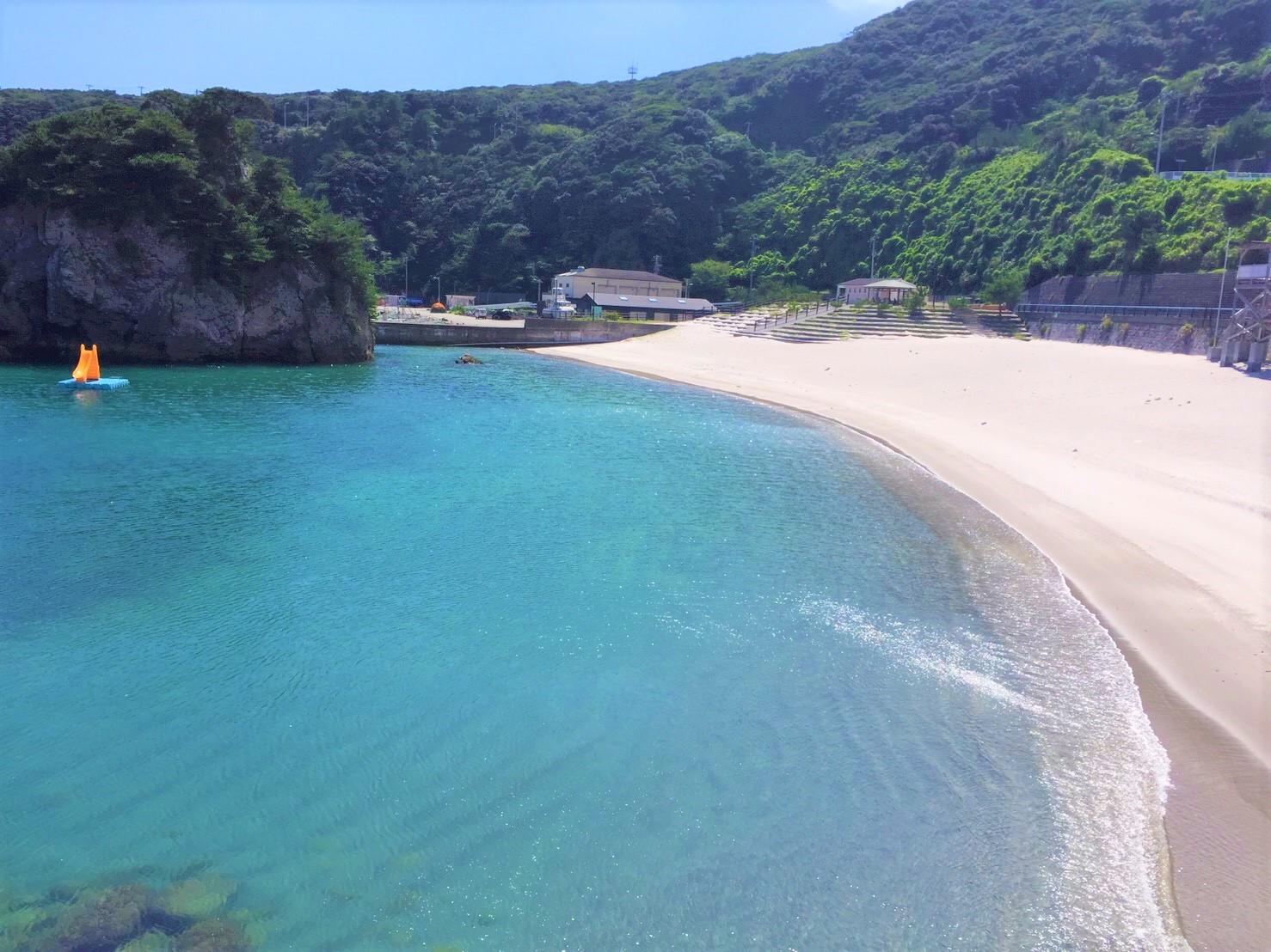 高台から神津島の海を見た画像