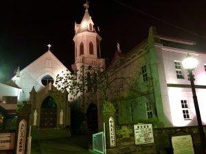 ライトアップされた教会の画像