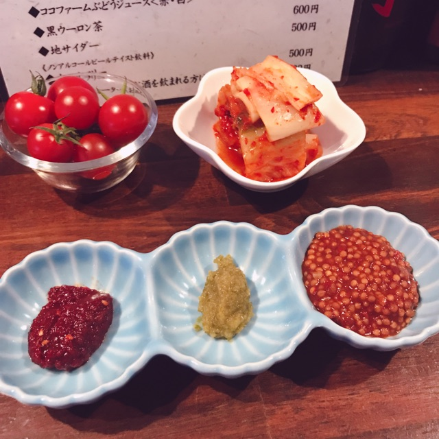 肉山のプチトマト・キムチ・薬味