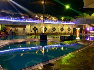 ホテルニューオータニのナイトプールの画像