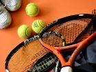 テニスのラケットとボールの画像