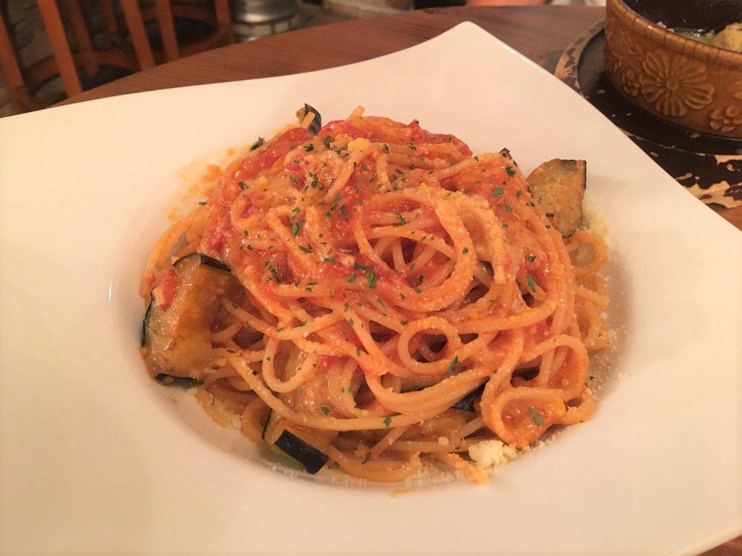 吉祥寺スジガイカフェのパスタセットの揚げナス&チーズのトマトソースの画像
