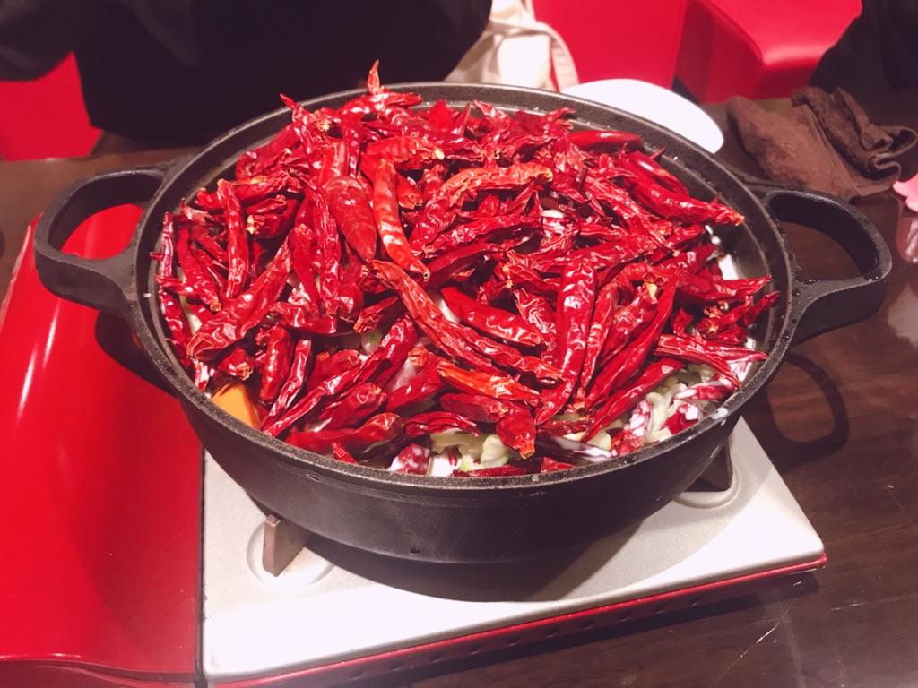 【表参道】激辛の聖地『赤い壺』に行って来た☆インパクト大の「赤富士鍋」はどのくらい辛いのかレビューします!