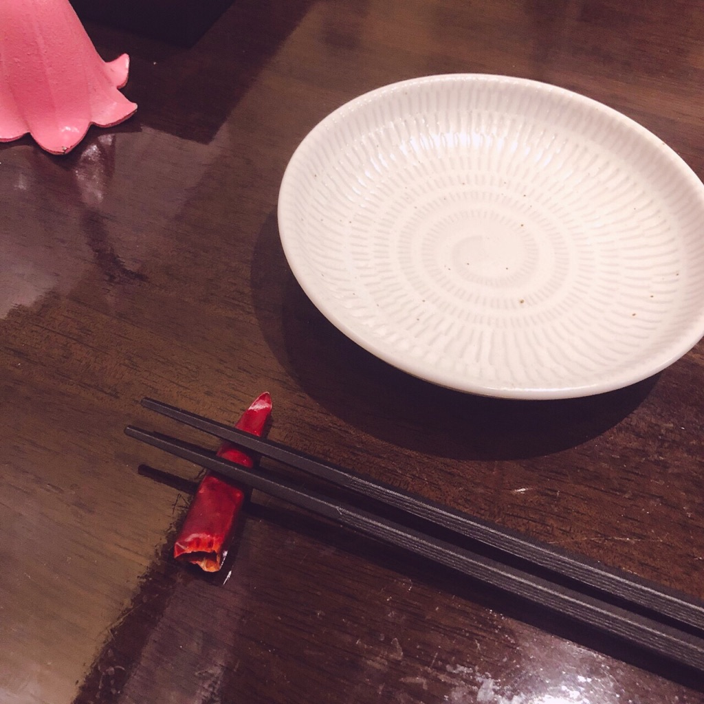 赤い壺の箸置き
