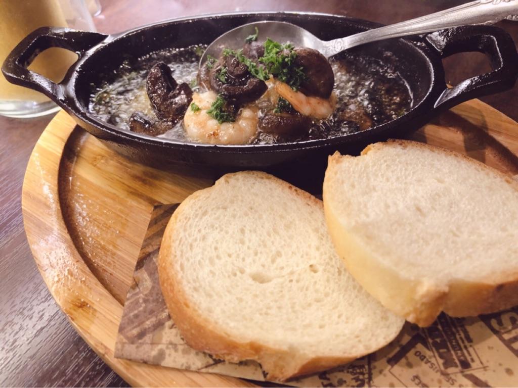 肉バルSYOUTAIAN『海老とマッシュルームのアヒージョ バケット添え』
