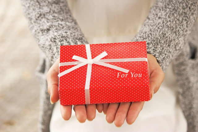 クリスマスプレゼントはもう決まった?彼にあげたいマフラー・手袋のオススメブランドをご紹介します!