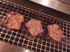KINTANの牛タンを焼いている写真