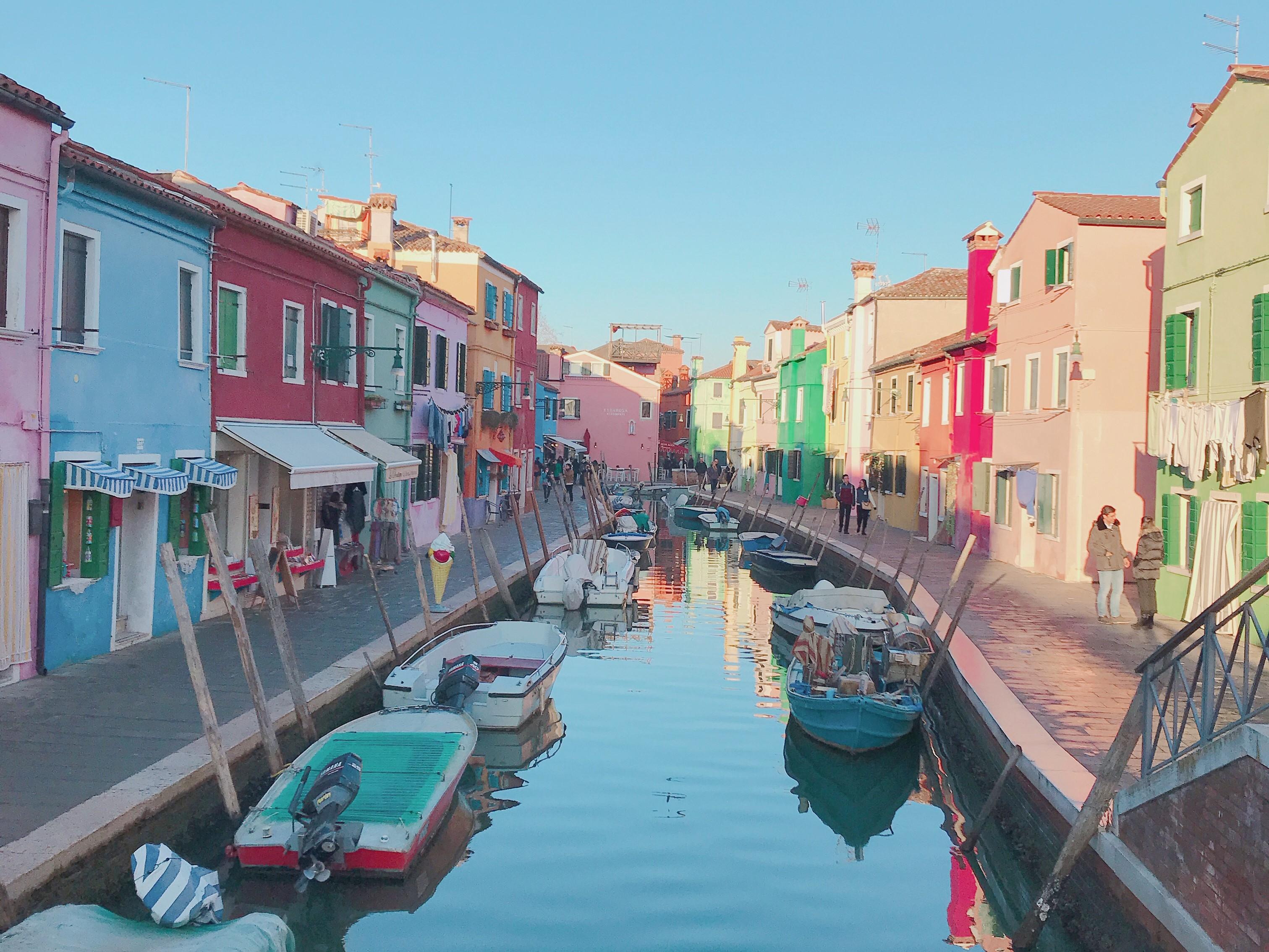 ブラーノ島に行ってきた!行き方やカラフルで可愛すぎる街並みの秘密をお教えします