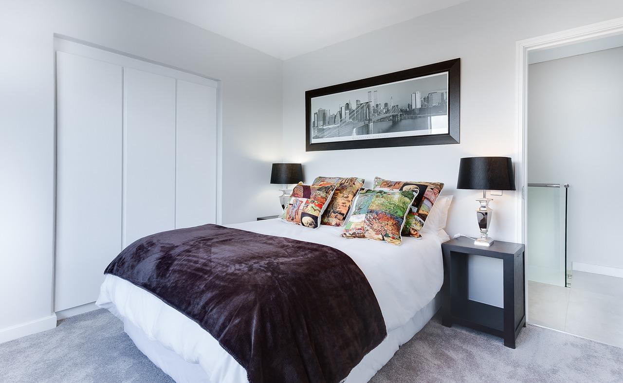 一人暮らしの部屋ベットの画像