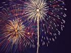夜空に上がる綺麗な大きい花火の画像
