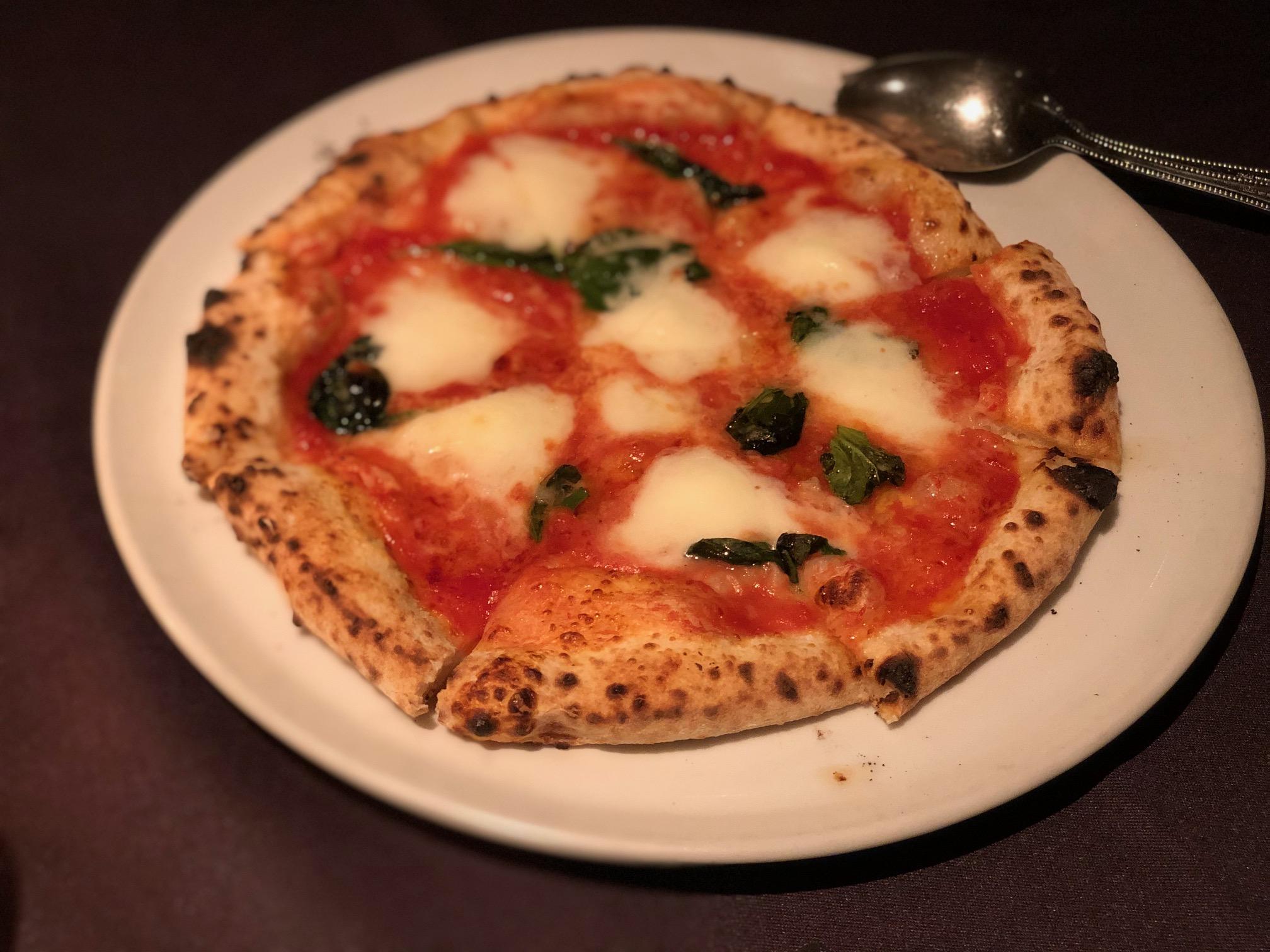 Salvatore Cuomo Bros.のピザ画像